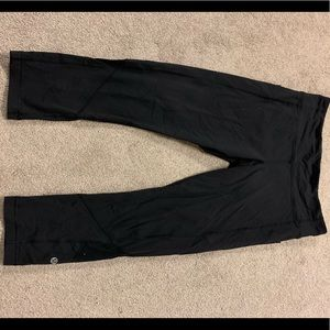 Black lululemon crop pants